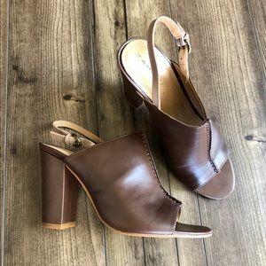 ⚫️ 5/$15 • Tahari Sandals